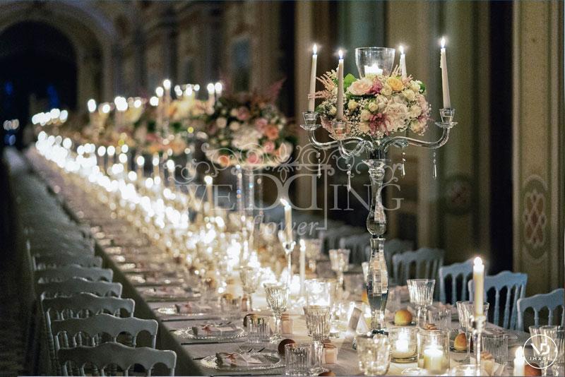 tavolo imperiale matrimonio a castello con fiori e candele